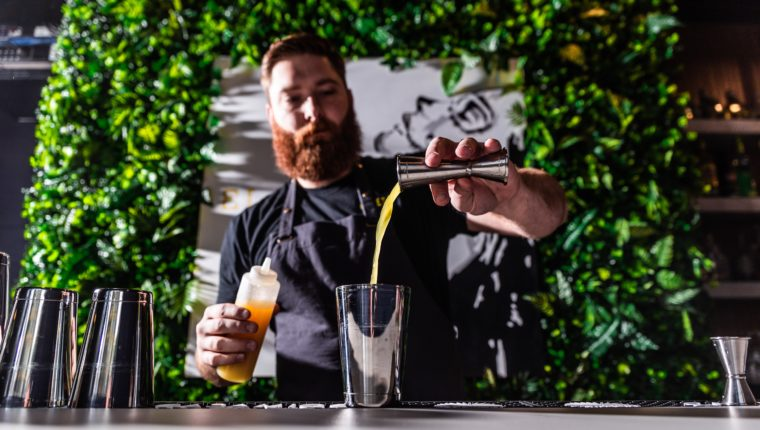 Ausbildung zum Barkeeper erklärt: Was, warum, wo