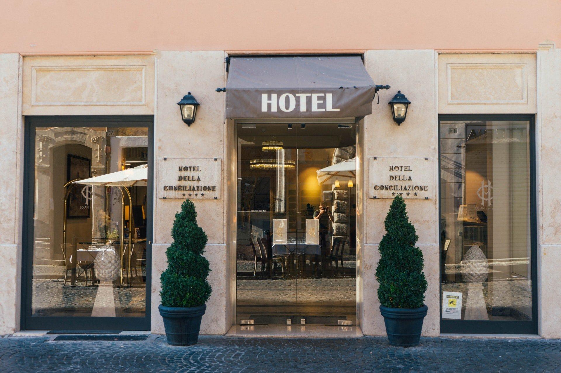 Berufsgruppen im Hotel: Welche Abteilungen gibt es?