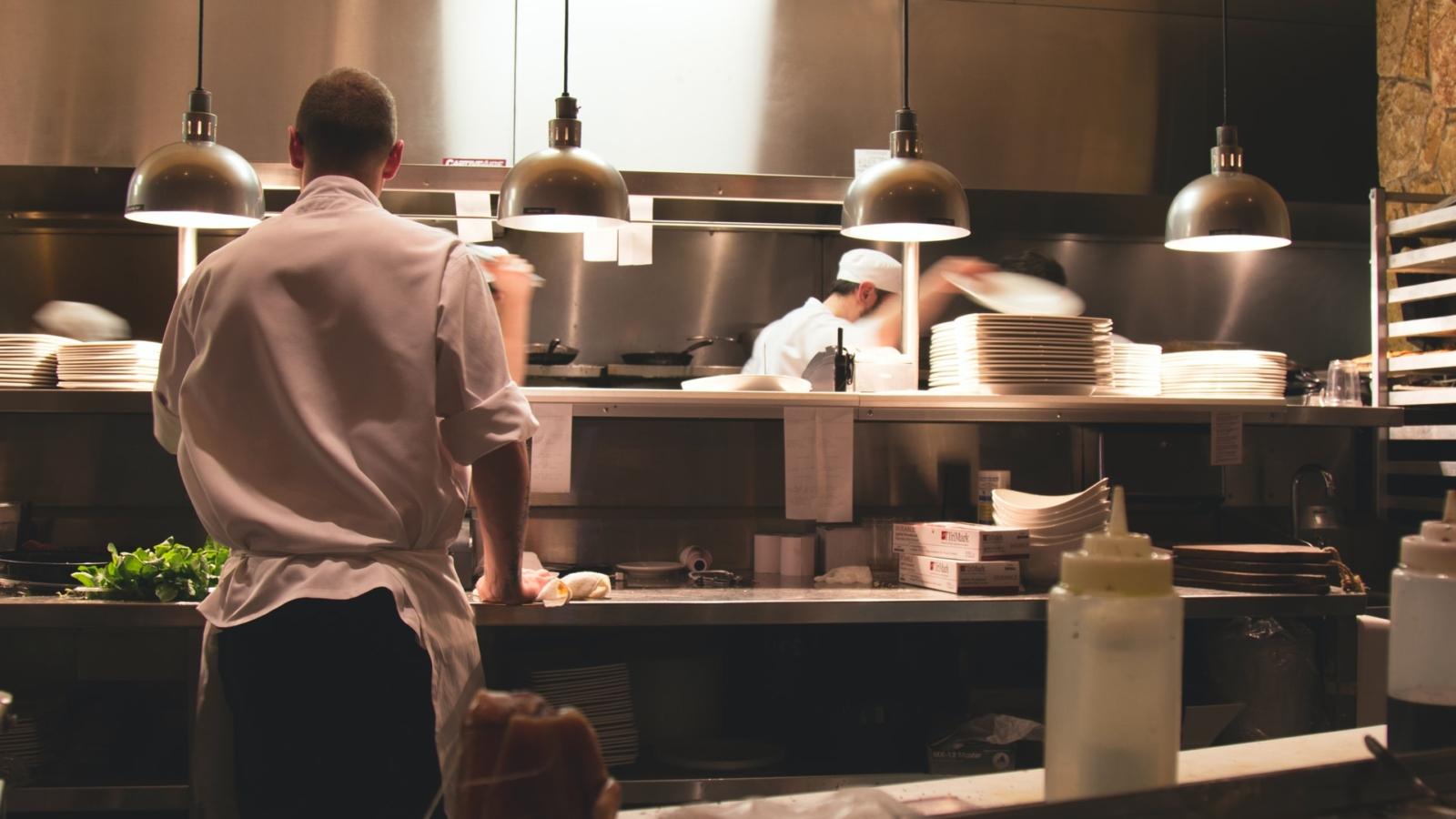 Koch oder Köchin werden: Aufgaben, Voraussetzungen und Karriere